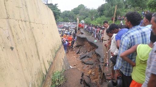 動画:擁壁崩落事故の死者22人に、インド・ムンバイ 現場の映像