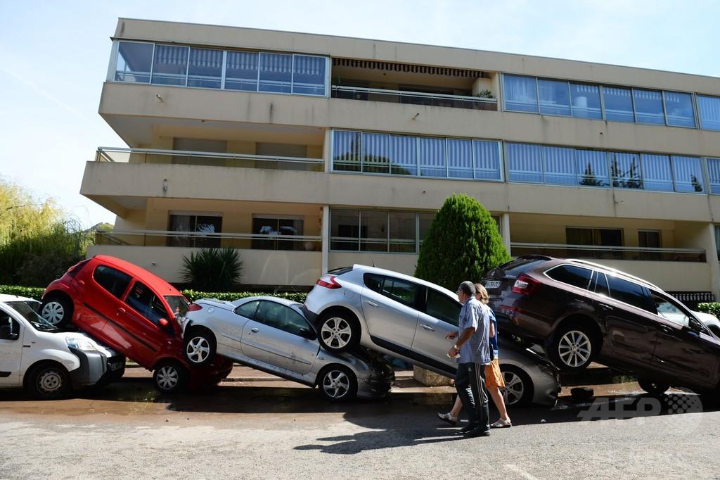 南仏の暴風雨被害、死者17人に カンヌにも濁流