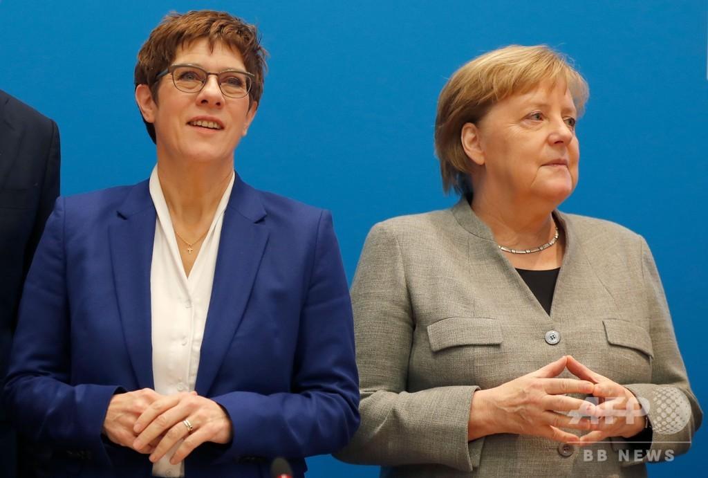 メルケル首相「後継者」が辞意表明 独与党の将来に暗雲