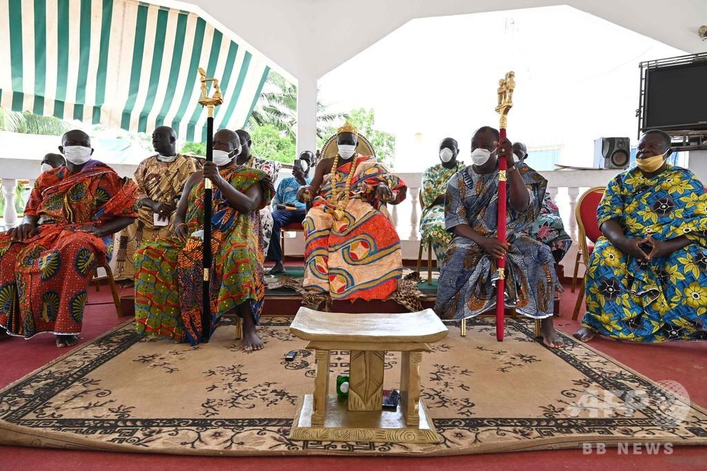 コートジボワールの部族王、悪疫退散願い女性の裸行列開催の意向か