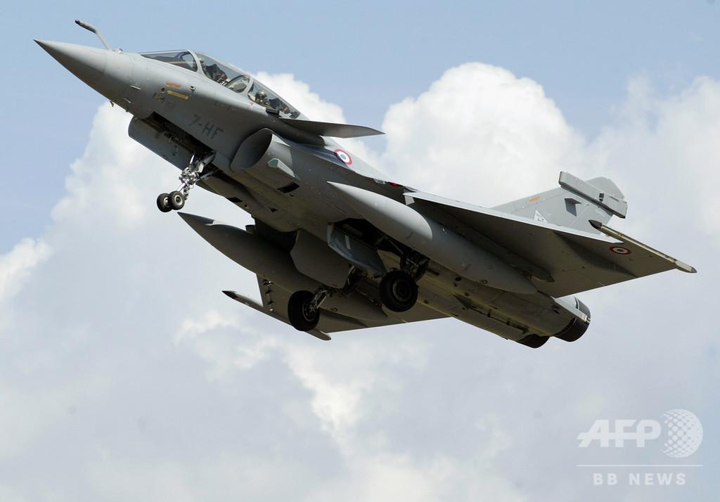 パリでごう音、住民パニックに 原因は超音速の戦闘機