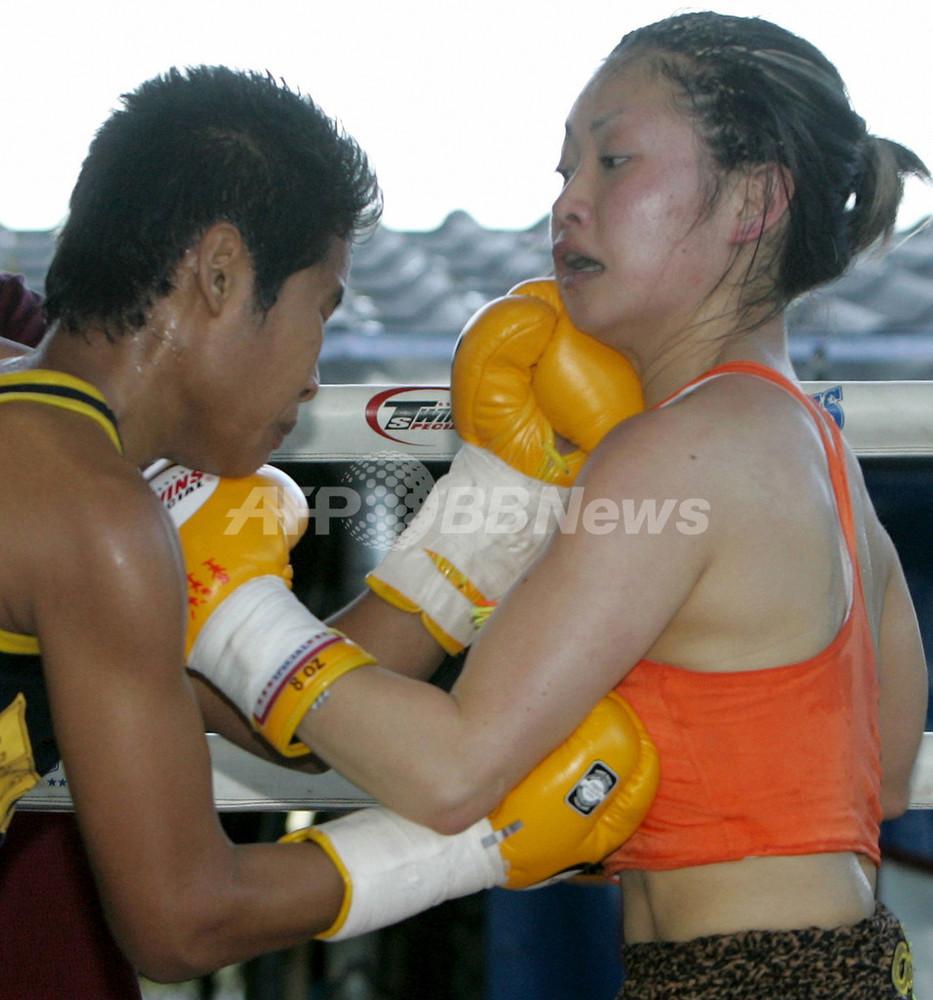 国際ニュース:AFPBB News<ボクシング>タウィスク アヤカを判定で降しWBC女子ライトフライ級王座を獲得 - タイ