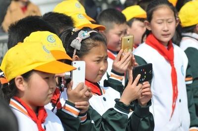 教育現場を混乱させる有害な教育アプリ対策進める 中国・教育部