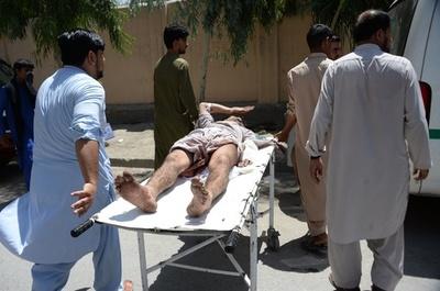 アフガン政府庁舎に武装集団が侵入、現在も攻撃続く 8人負傷
