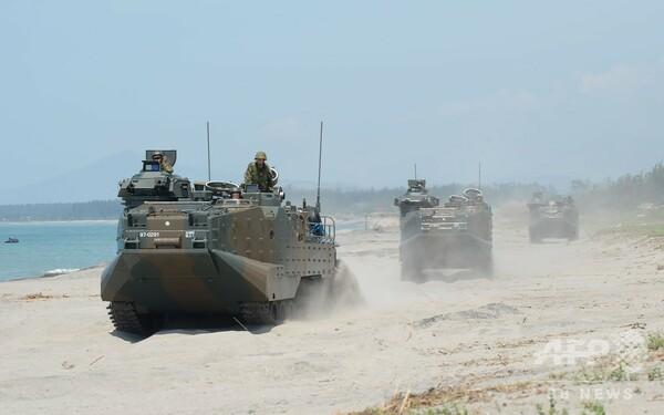 自衛隊、米比海兵隊の合同訓練に参加 水陸両用車で上陸