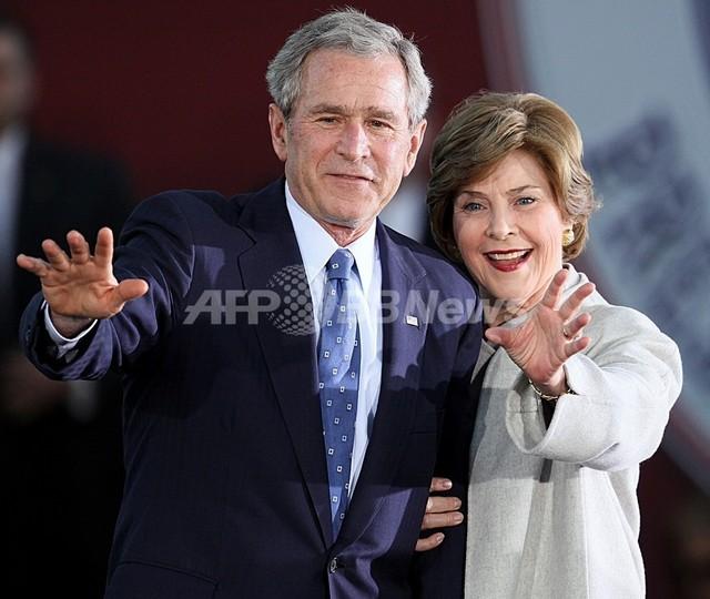 「G8サミットで毒盛られたかも」、ブッシュ前大統領夫人が