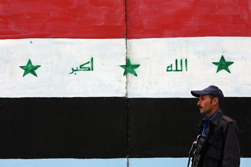 フセイン元大統領の直筆、イラク国旗から消滅へ