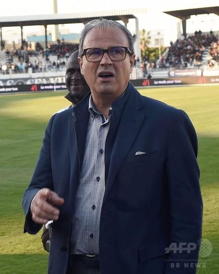 チュニジアのサッカークラブ会長、副審の尻をつねり永久追放処分