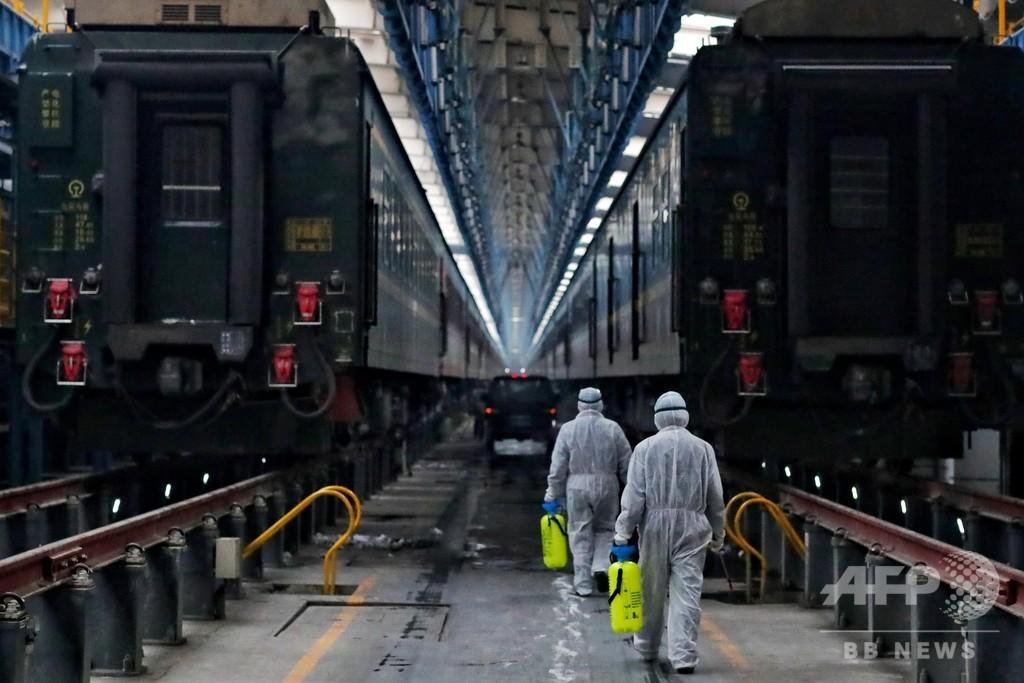感染拡大を防げ! 列車を消毒する「防疫戦士」 中国・ウルムチ