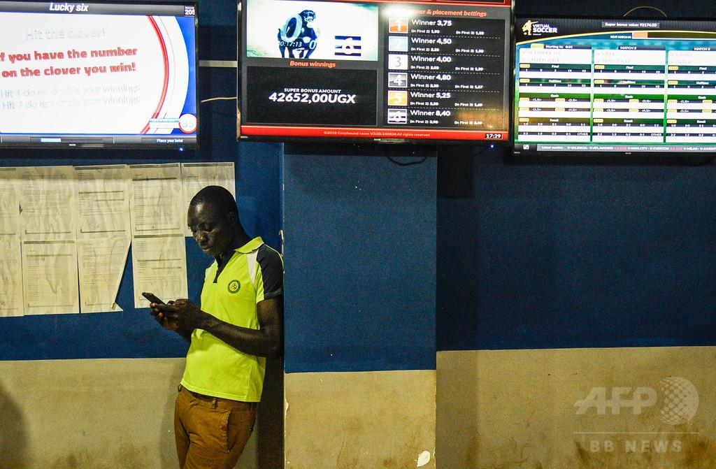 ウガンダ、SNS利用税に国民怒り 政府は引き続き実施