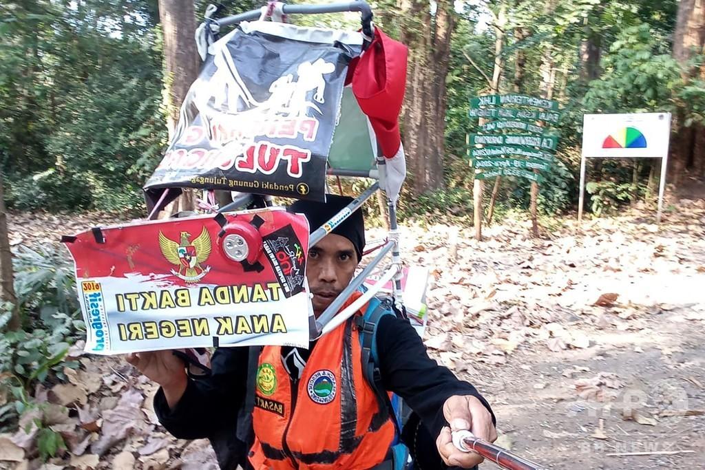 後ろ向きに歩いて700キロ踏破目指す、インドネシア人男性が森林保護訴え