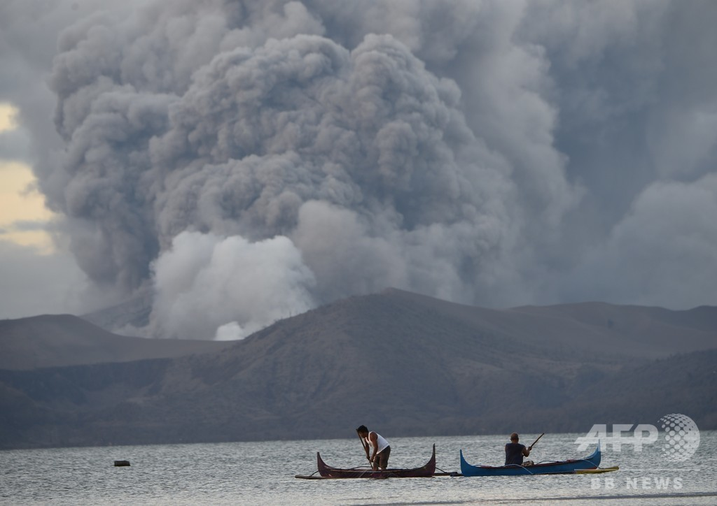 タール火山の溶岩噴出、今後数週間続く可能性も フィリピン