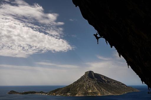 一生に一度は登りたい! ギリシャ・カリムノス島でロッククライミングのイベント