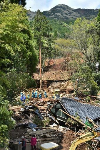 懸命の捜索続く熊本地震 死者41人、行方不明者11人に