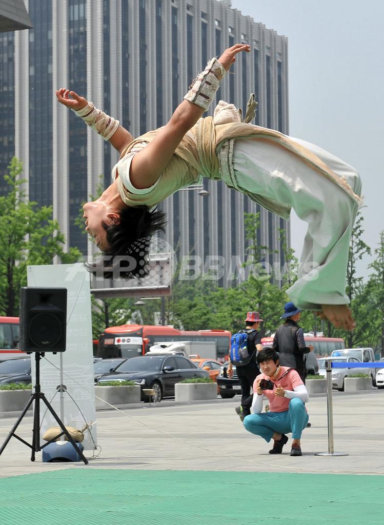 跳ぶ、蹴る!テコンドー圧巻の技、韓国
