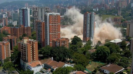 動画:麻薬王のアジトだった建物を爆破解体、南米コロンビア