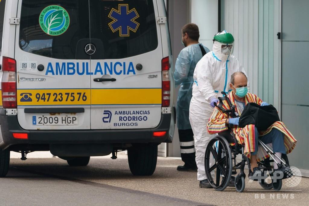 スペイン、介護施設で高齢の感染者放置 ベッドには遺体も