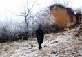 「霜少年」写真が物議、中国で子どもの貧困問題の議論活発化