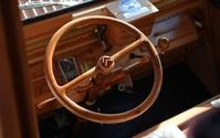 木製のシトロエン「2CV」が路上デビュー、フランス