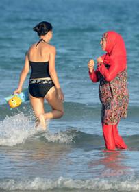 共学校の水泳授業、宗教上の理由による免除を認めず 欧州人権裁
