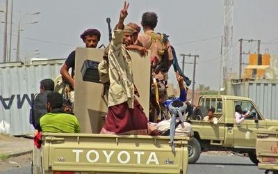 港湾都市ホデイダで親政府派とフーシ派が戦闘、61人死亡 イエメン