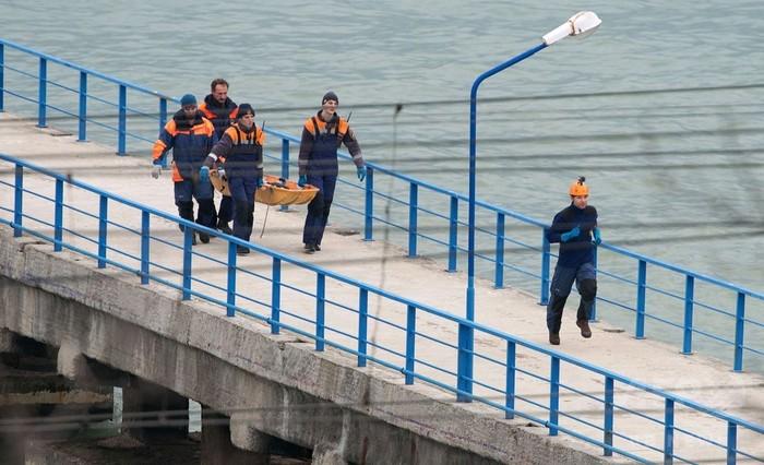 ロシア軍用機が黒海に墜落、92人搭乗 4人の遺体を収容