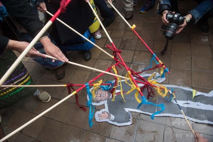 米先住民がホワイトハウスへデモ行進、石油パイプライン建設に抗議