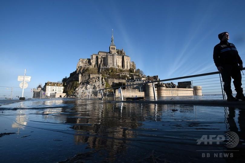 モンサンミッシェルが「孤島」に、春の大潮シーズン到来 仏