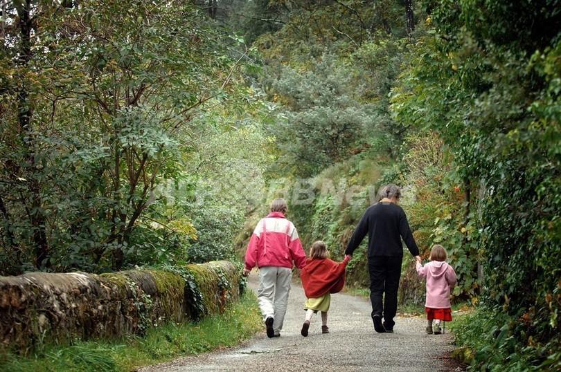 「3人以上の親」認める法案、オランダで検討中