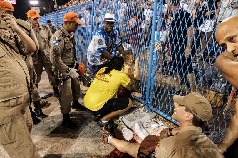 リオのカーニバルで事故、山車と接触で20人重軽傷