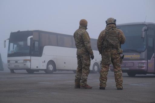 ウクライナ東部、政府と親ロ武装勢力が捕虜交換