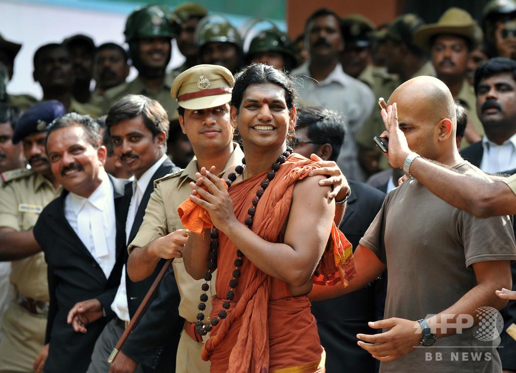 レイプ容疑のインド宗教指導者、潜伏先から「宇宙国家」創設を宣言