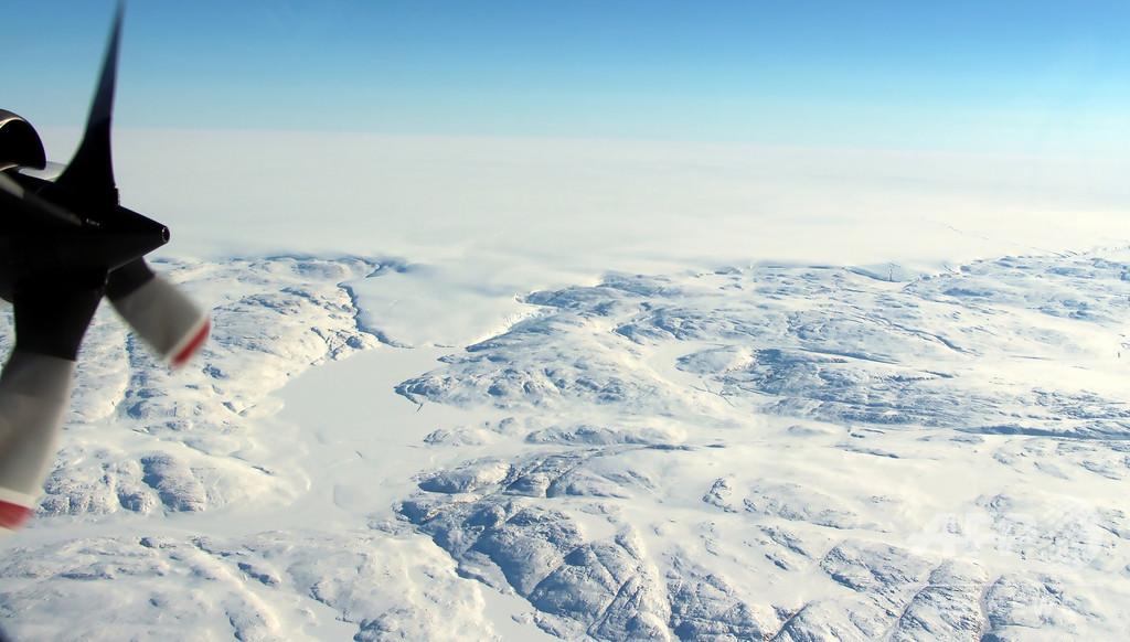 氷河の下に巨大クレーター発見 グリーンランド、隕石衝突で地球規模の影響か