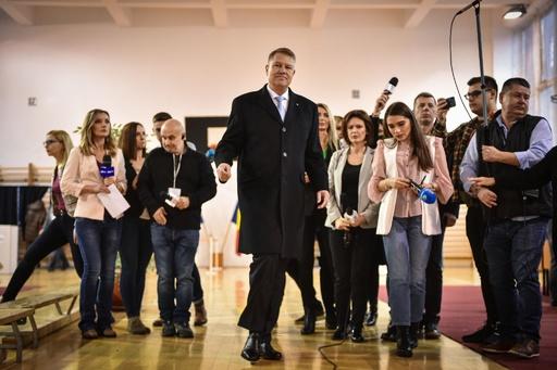 ルーマニア大統領選、親EU派の現職ヨハニス氏再選確実 出口調査