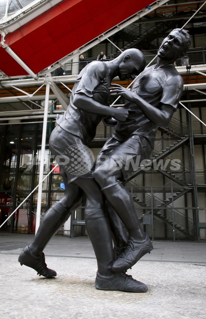 ジダンの「頭突き」銅像にサッカー連盟から怒りの声