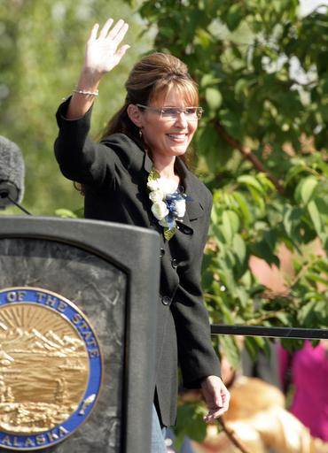 ペイリン氏、アラスカ州知事を辞任 今後の予定は言明せず