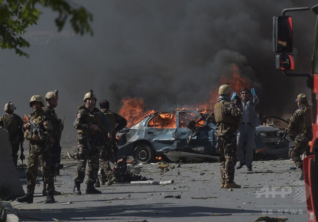 カブールで大規模爆弾攻撃、90人死亡 日本大使館員ら400人負傷