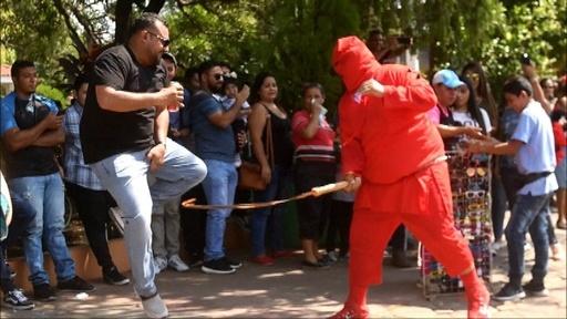 動画:悪魔のむちで罪清める、聖週間の始まり エルサルバドル