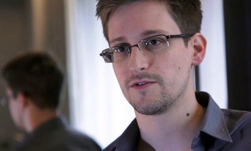 スノーデン容疑者、フランスへの亡命を希望 インタビューで語る