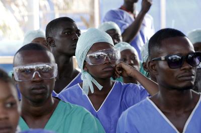 シエラレオネ、国民の移動制限などを解除 エボラ新規患者が減少