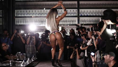 「ミス・ブンブン・ブラジル」女王決定、自慢の美尻を披露