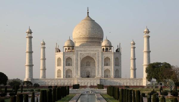 タージマハル変色、「政府は保護を怠っている」 インド最高裁
