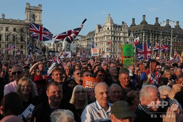 「裏切りをやめろ」 英EU離脱、当初予定日迎え賛成派怒り