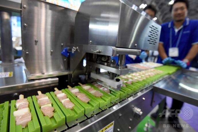 すしロボットから串刺し機まで、ユニークな食品製造機械 国際食品工業展