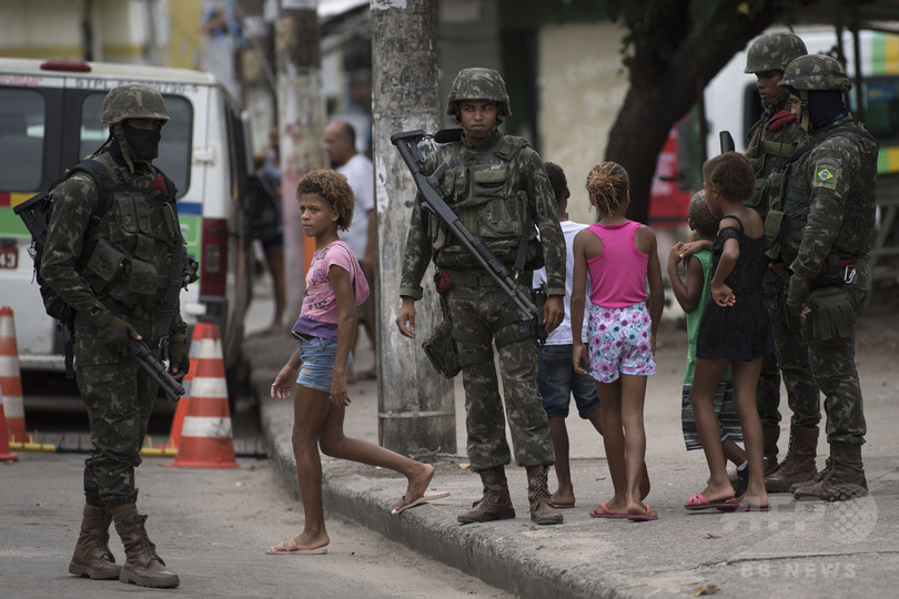 リオで麻薬組織と警察が銃撃戦、1歳児含む3人死亡