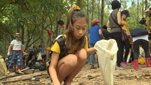 動画:プラスチックごみと闘う12歳、タイのトゥンベリさん「リリー」