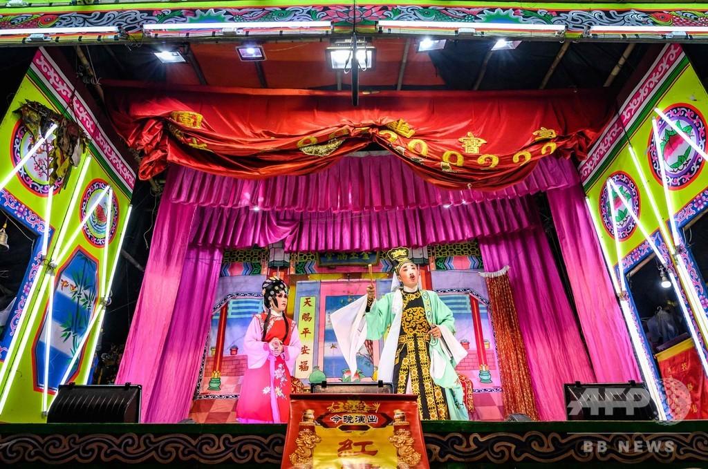 タイに残る京劇の一座、バンコクの夜を彩る