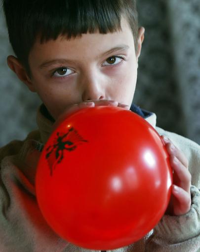 「ぼく独立くん」、国の独立迎えるコソボ8歳の少年