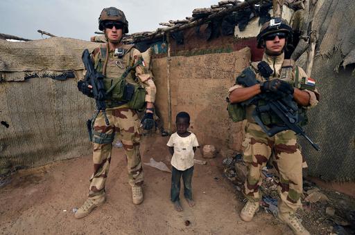 仏軍、アルカイダ系武装勢力の指導者殺害 マリ