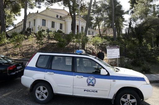 ギリシャの冷蔵トラックから移民41人発見、アフガン出身者か